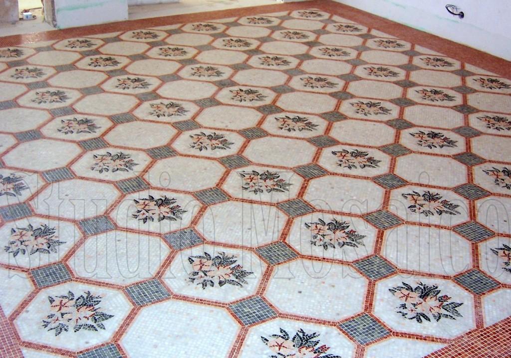 Pavimento in mosaico di marmo con decoro personalizzato for Pavimento con mosaico